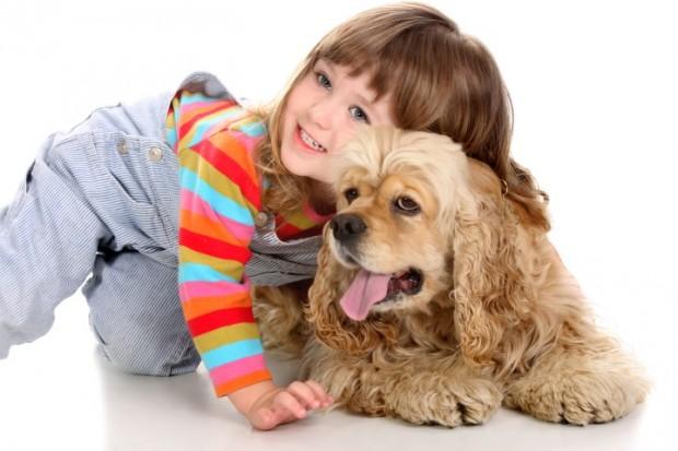 criança e cão